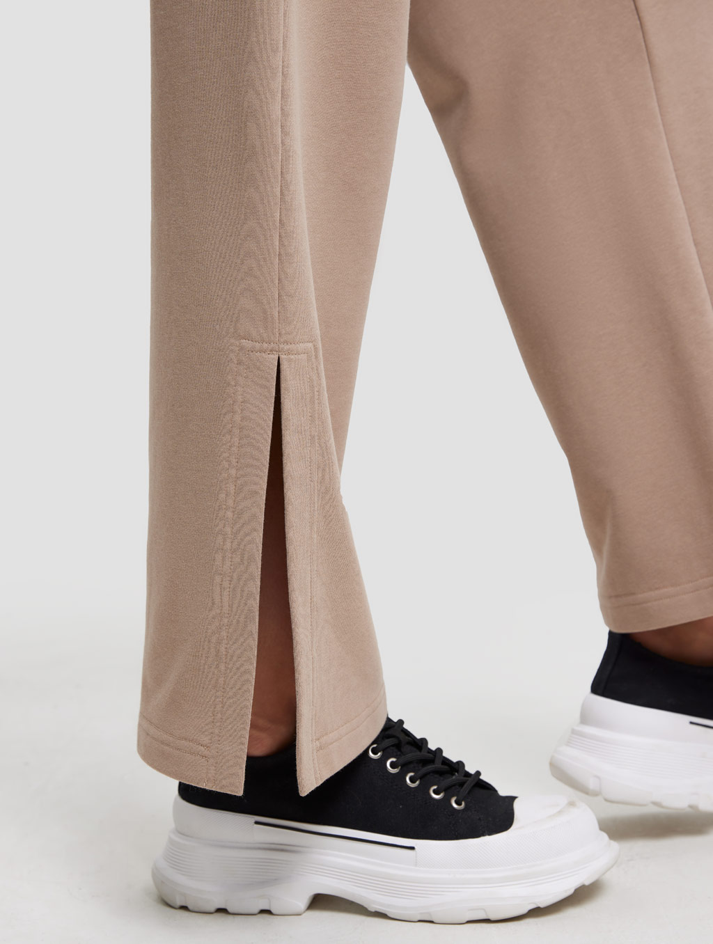 High-waist Threaded Slit Sweatpant-detail- Caramel1