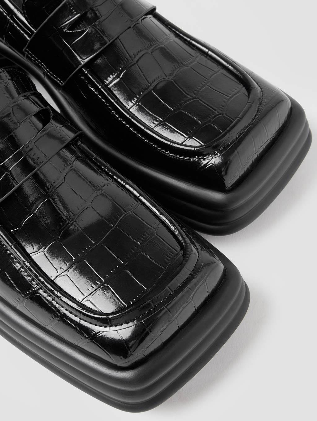 Square Toe Loafers - detail -Crocodile-print Black2